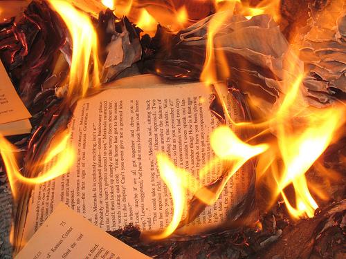 libri che bruciano
